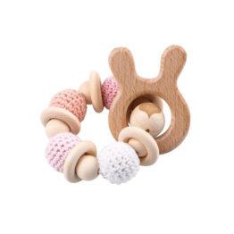 Brinquedo e mordedor em madeira e tricô montessori