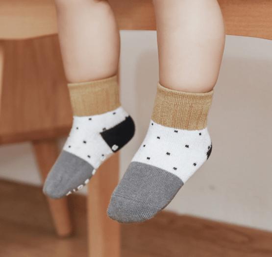 Kit 3 meias infantis poá com anti derrapante