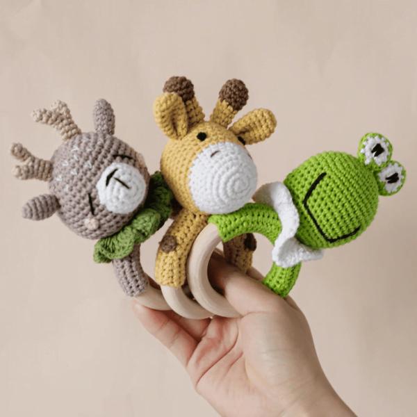 Brinquedo chocalho crochê de animal